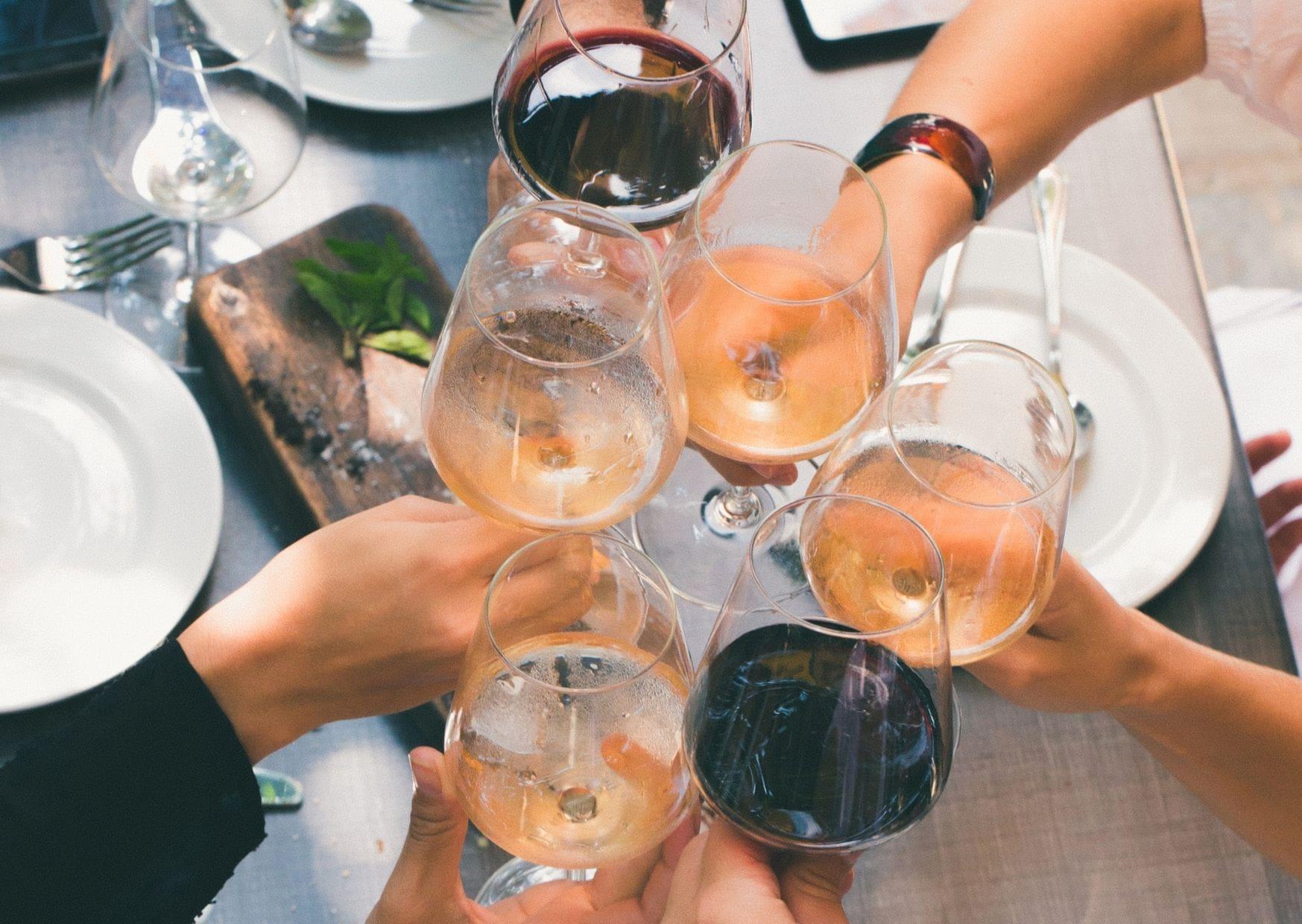 Hoe moet je wijn proeven? Kijken, ruiken & proeven volg deze stappen en proef wijn als een pro.