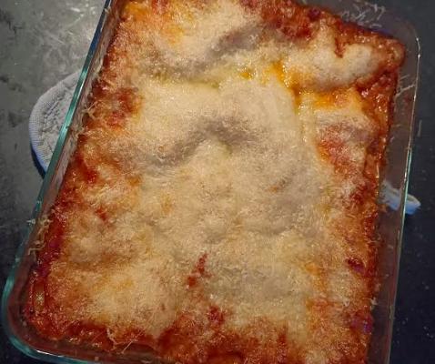 Rundvlees lasagne recept met extra kaas. (Mozzarella en parmezaanse kaas) een recept zonder pakjes en zakjes.