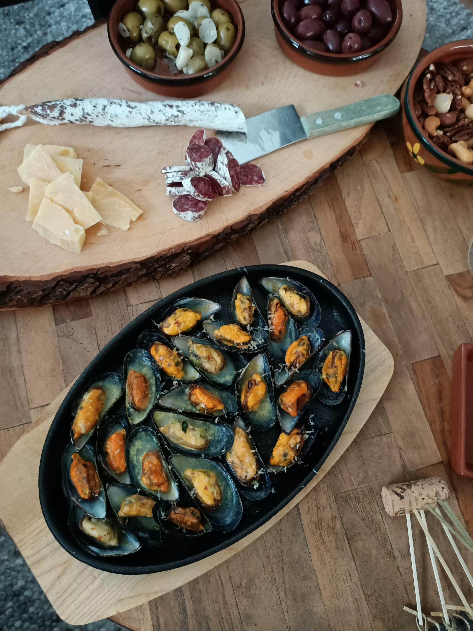Recept voor gegratineerde mosselen (handig als je nog mosselen over hebt) een heerlijk hapje bij de borrel