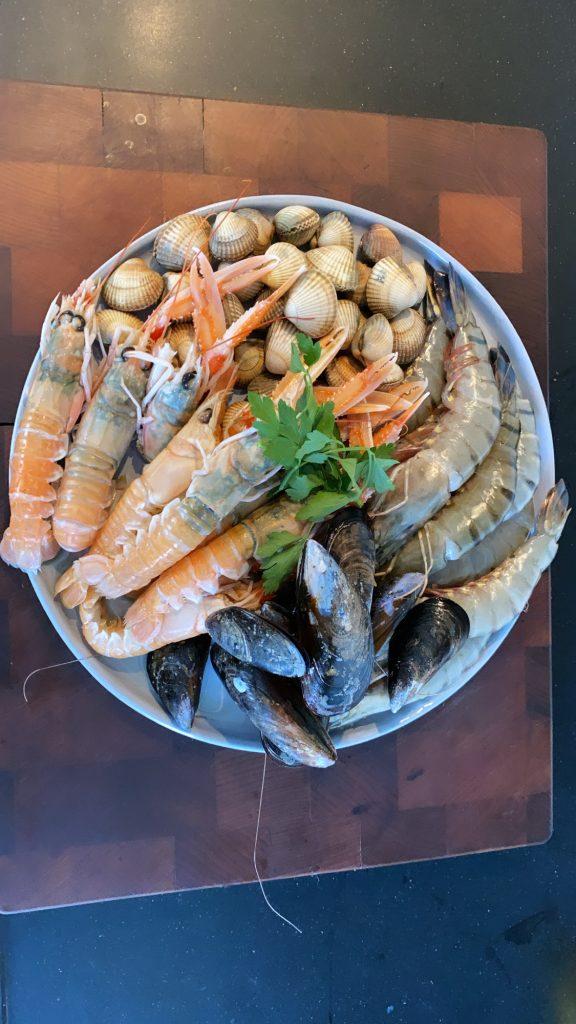 spaanse paella authentiek recept om zelf paella te maken op de big green egg