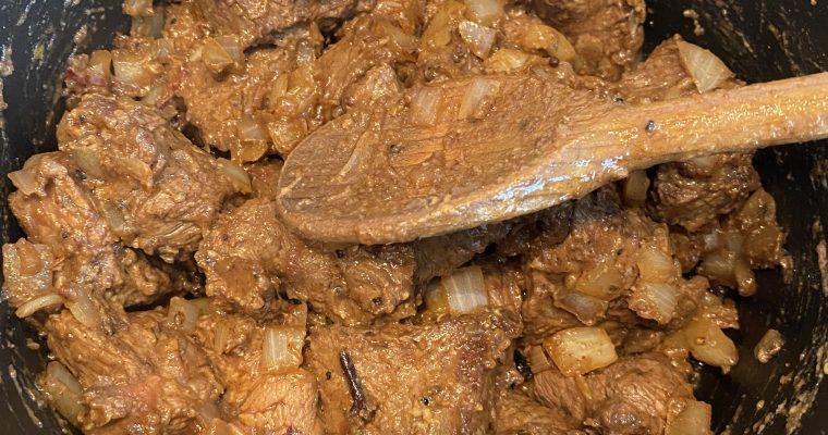 Recept om zelf het lekkerste stoofvlees (draadjesvlees) te maken. Recept voor Zwolsche stoof met kruiden van 3 sterren Michelin chef Jonnie Boer.