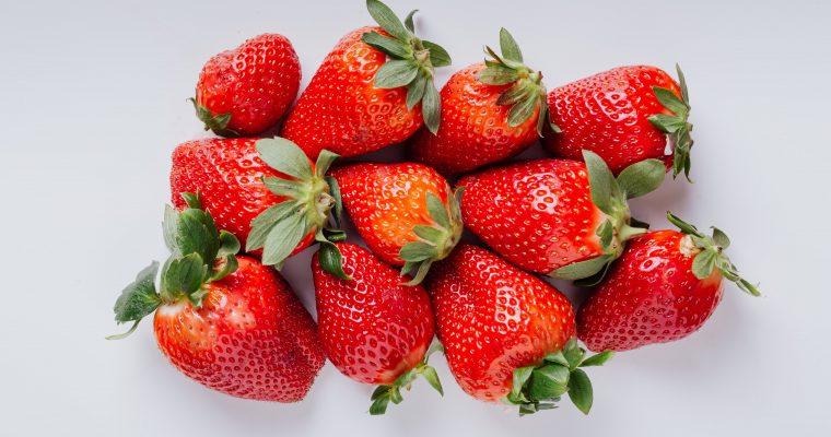 Aardbeien kweken in je eigen moestuin, wanneer kun je aardbeien het beste zaaien, hoe kweek je aardbeien op en wanneer kun je ze oogsten?